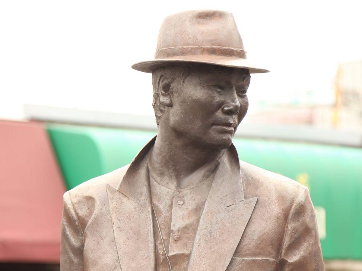 寅さんの銅像